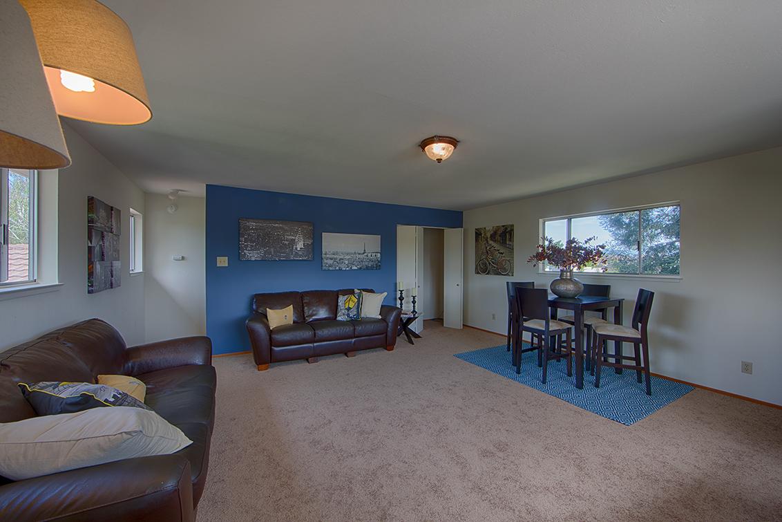 Family Room (E) - 3881 Kensington Ave