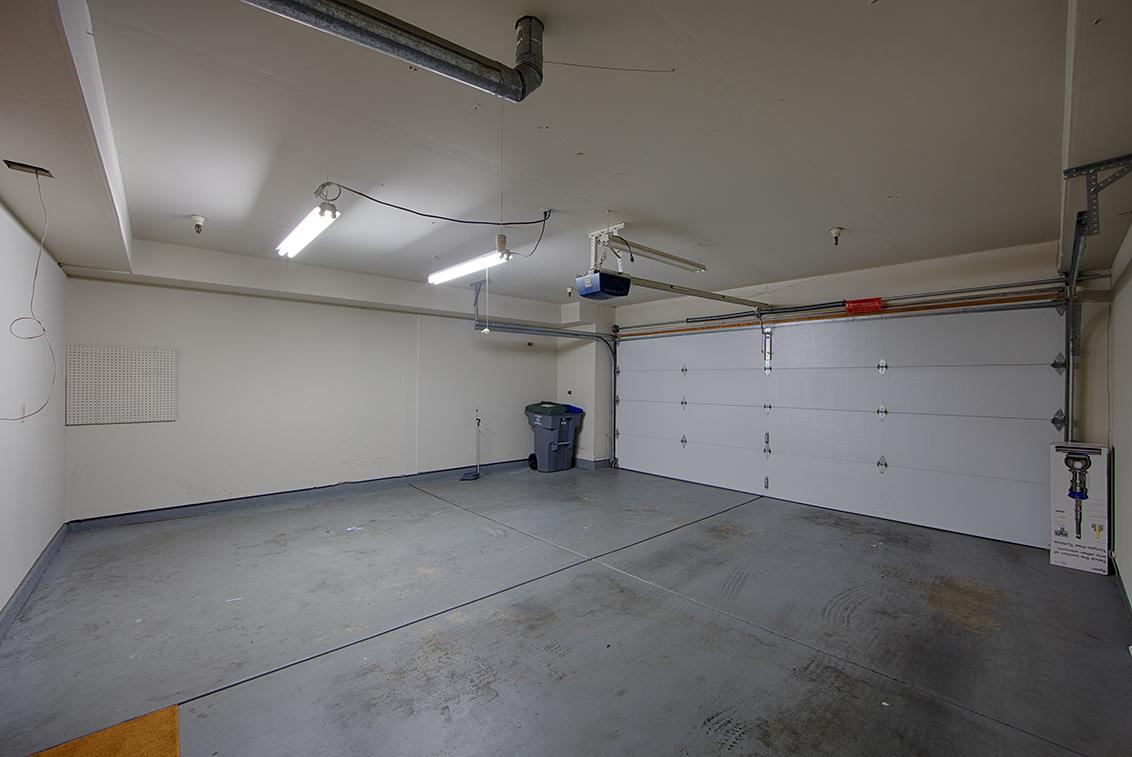 Garage (A) - 919 La Mesa Ter C