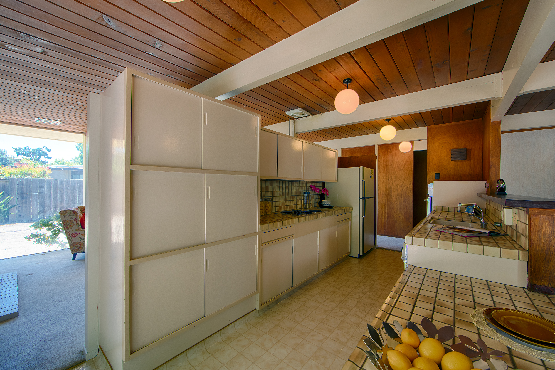 3916 Louis Rd, Palo Alto 94303 - Kitchen (A)