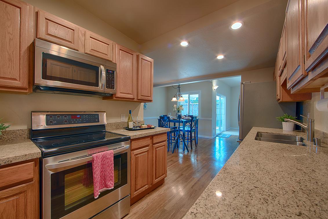 Kitchen (C) - 2338 Menzel Pl