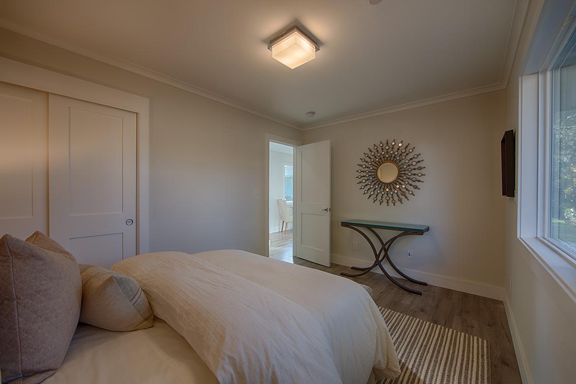 Cottage Bedroom (C) - 331 Oak Ct