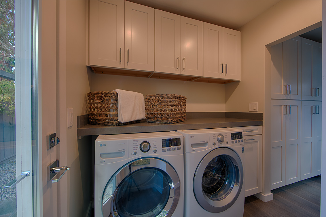 Laundry (A) - 331 Oak Ct