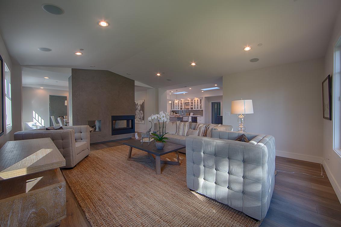 Living Room (C) - 331 Oak Ct