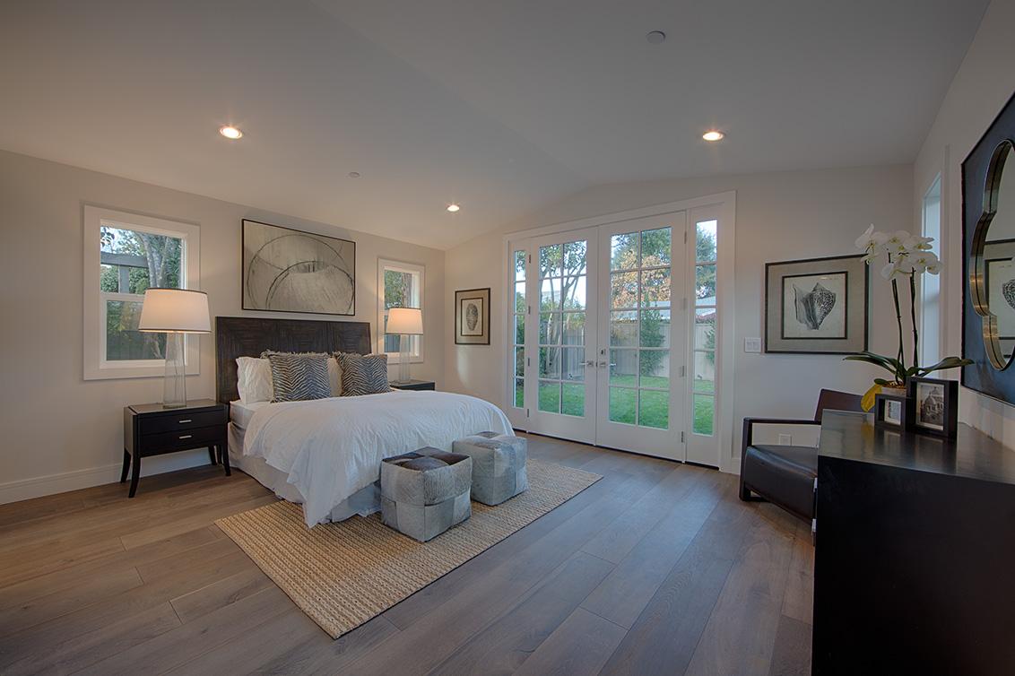 Living Room - 331 Oak Ct