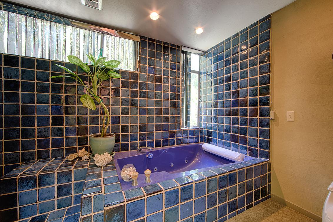 Master Bath (A) - 19900 Old Santa Cruz Hwy