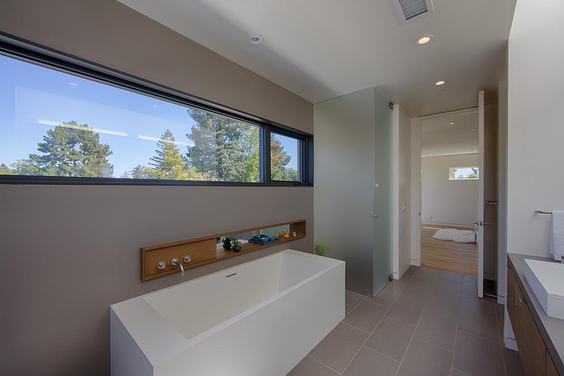 Master Bath (C)