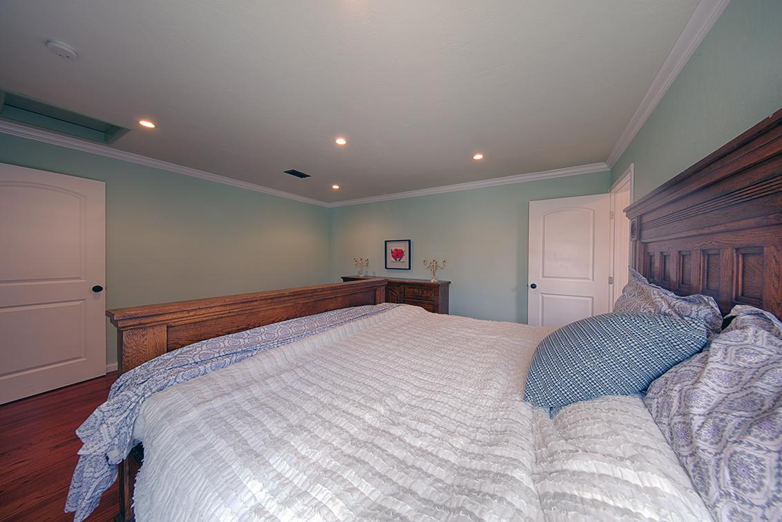 Master Bedroom (D)