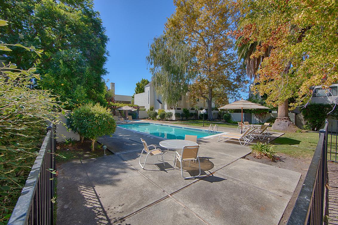 Living Room - 251 Sierra Vista Ave