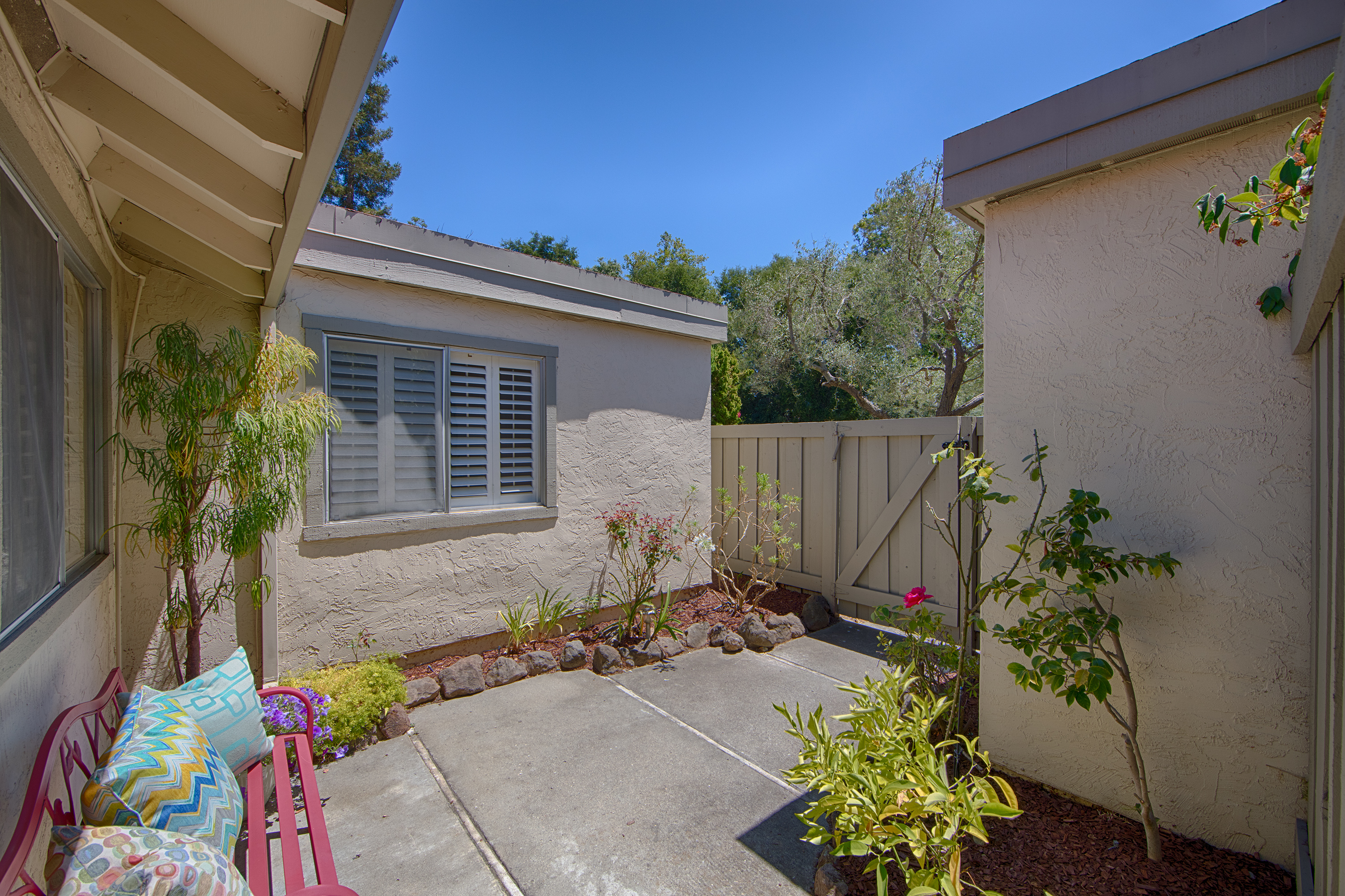 10932 Sweet Oak St, Cupertino 95014 - Courtyard (A)