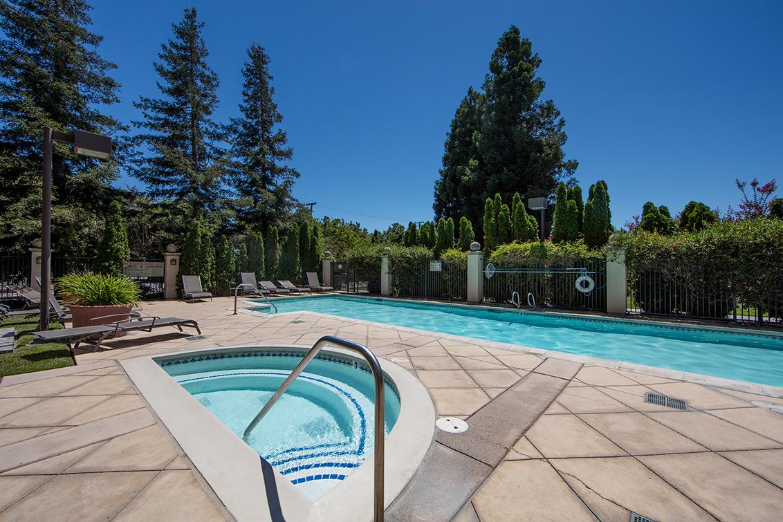 Pool (A)