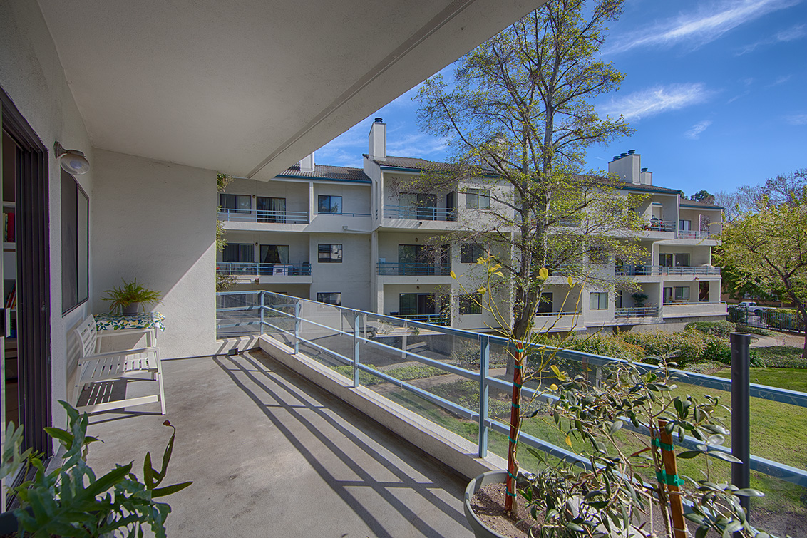 Balcony a 4685 albany cir 124 san jose 95129 real for Julian balcony