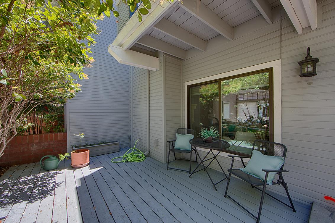 Front Porch (B) - 1012 Asbury Way