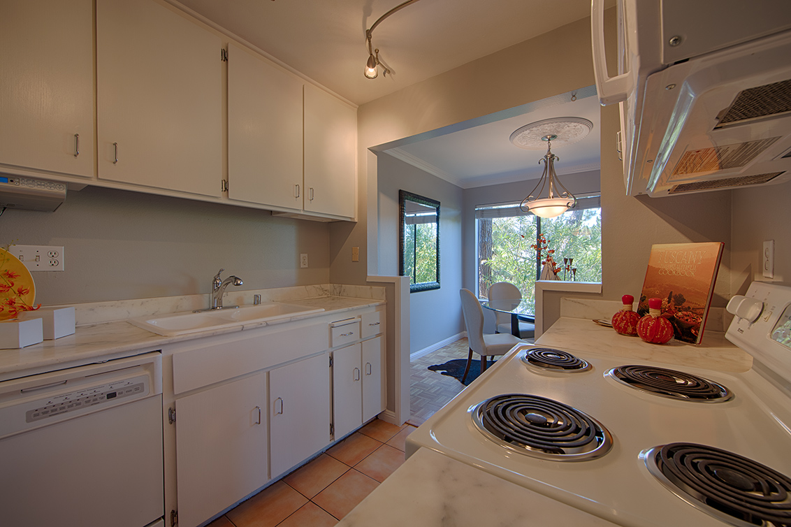 Kitchen (A) - 3321 Brittan Ave 5