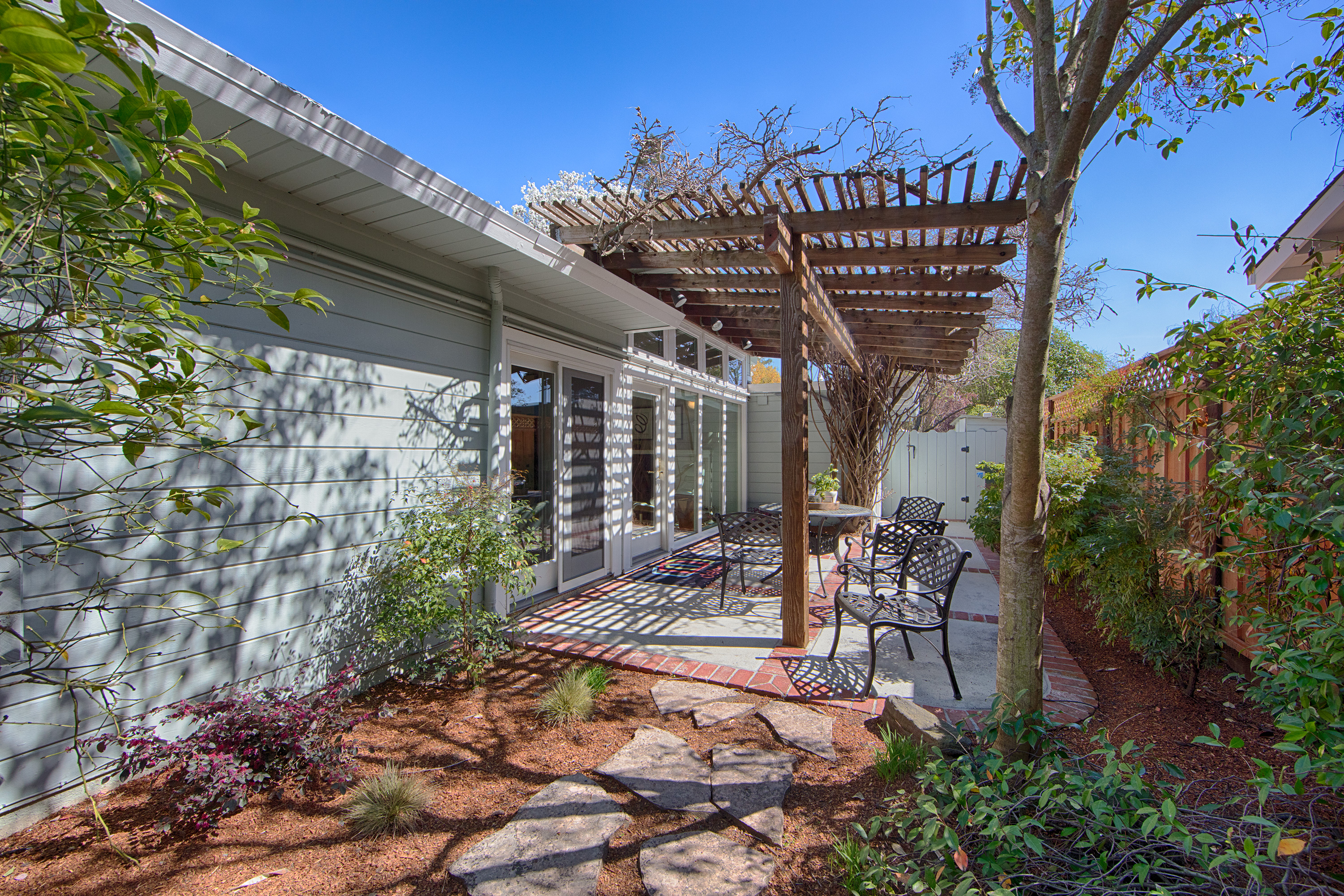 601 Bryson Ave, Palo Alto 94306 - Side Patio (A)
