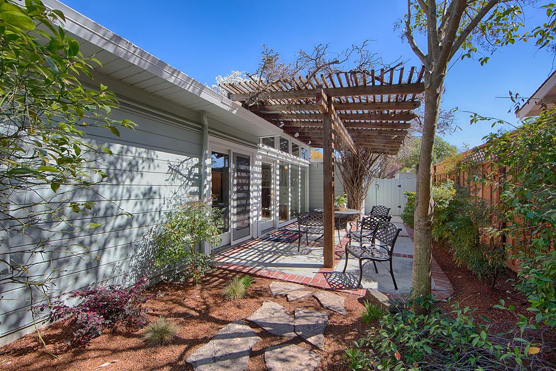 Side Patio picture - 601 Bryson Ave, Palo Alto 94306