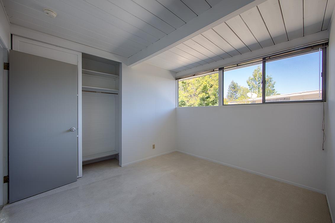 Bedroom 3 (B) - 1669 Edmonton Ave