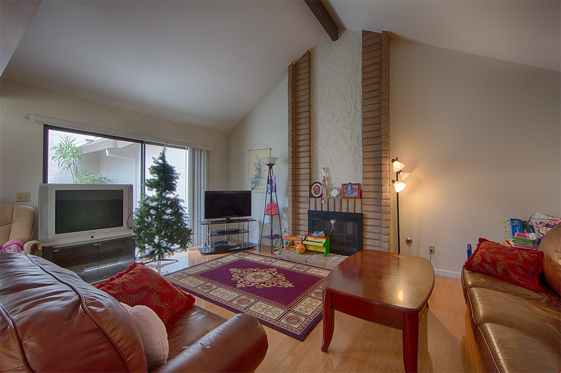 Living Room (A) - 406 Hogarth Ter