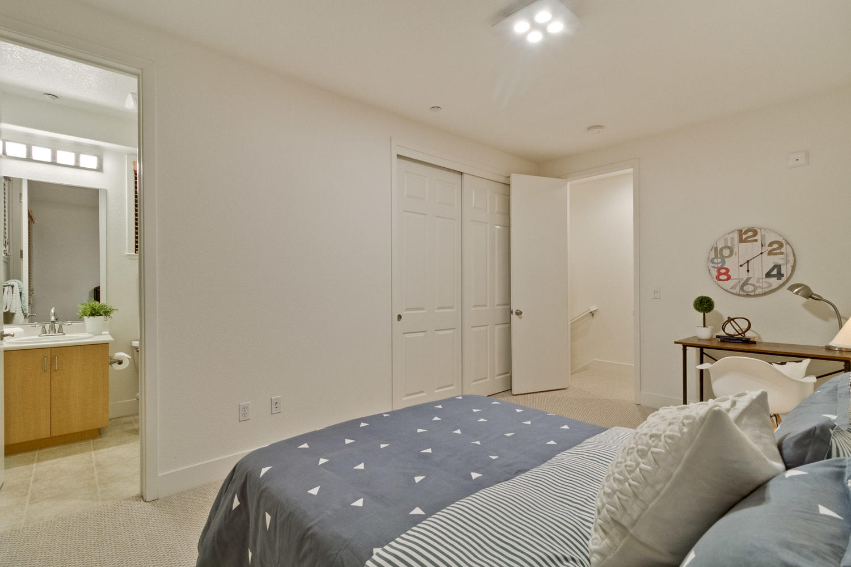Bedroom 042