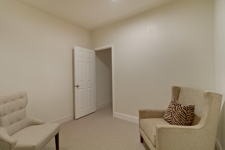 Bedroom 043