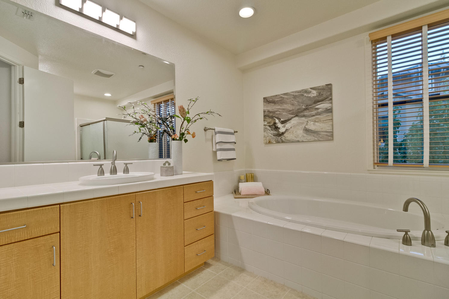 Master Bathroom 030