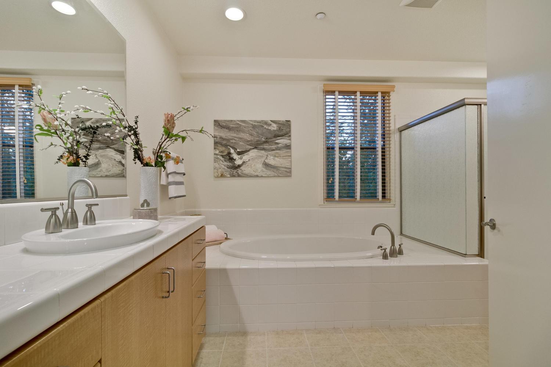 Master Bathroom 031