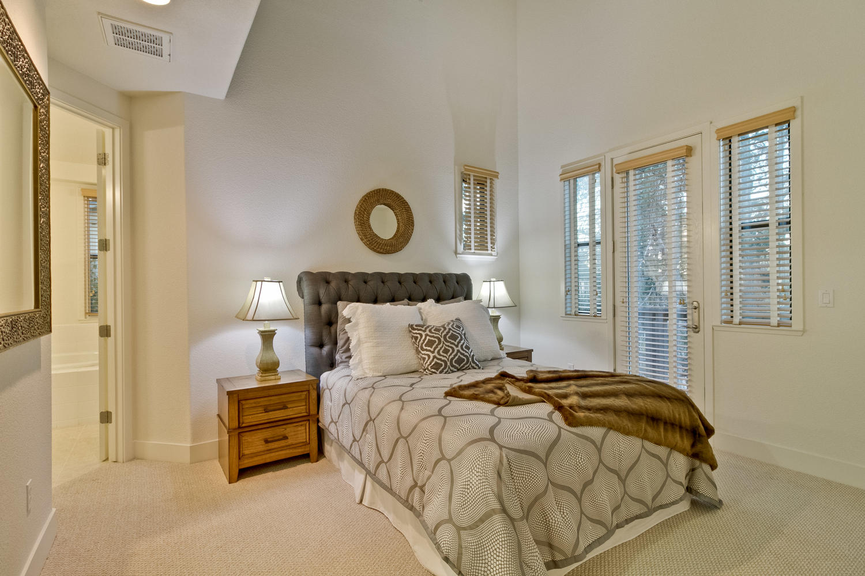 Master Bedroom 028