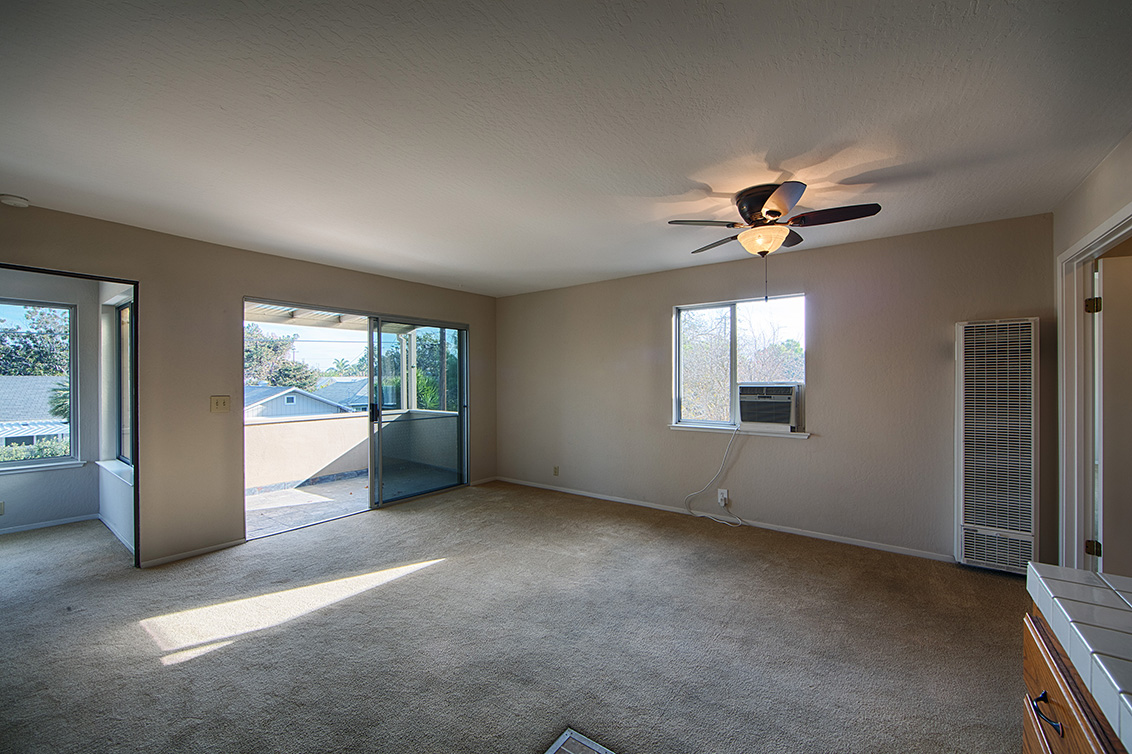 Upstairs Living Room (D)