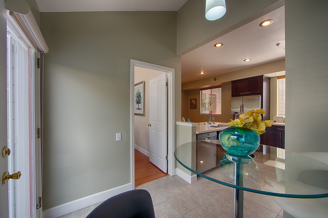 Breakfast Area (C) - 105 Mendocino Way