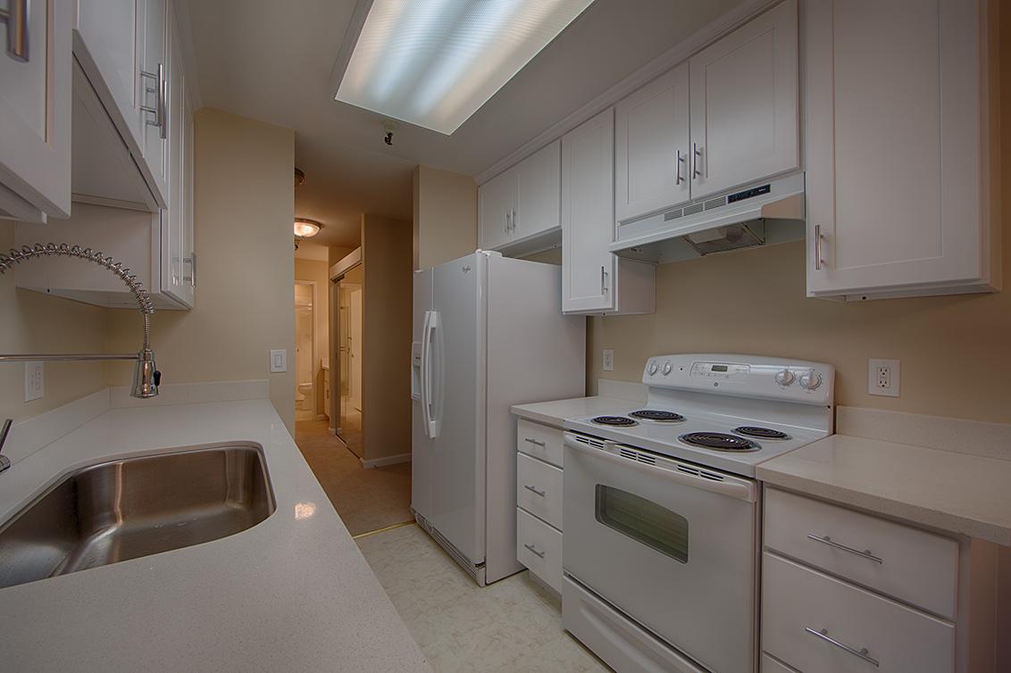 Kitchen (C) - 400 Ortega Ave 208