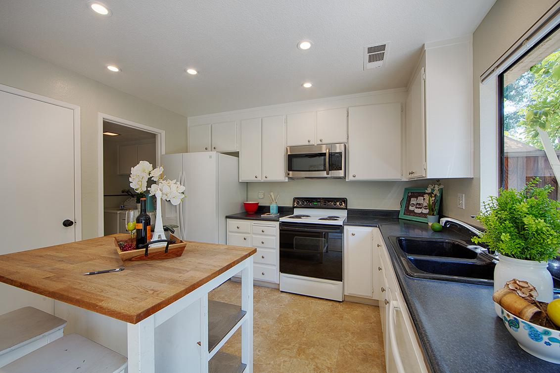 Kitchen (B) - 4647 Pinto River Ct