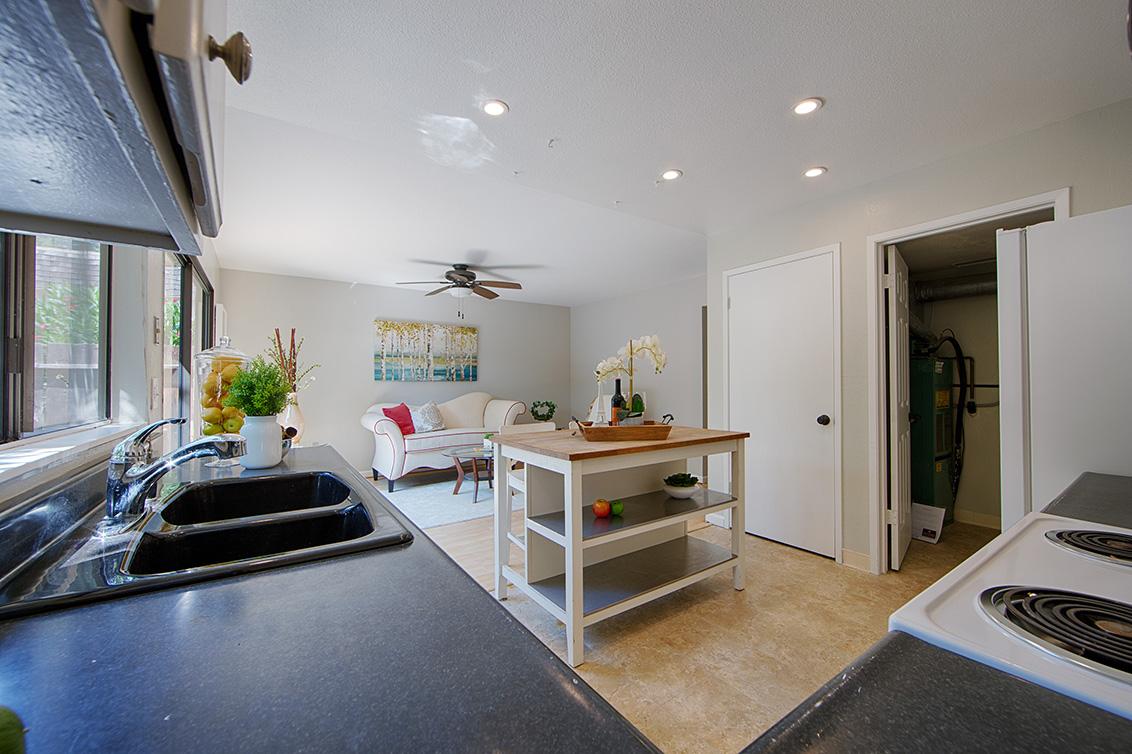 Kitchen (C) - 4647 Pinto River Ct