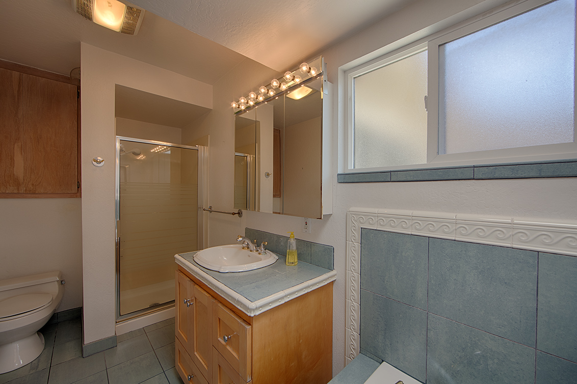 Master Bath (A) - 990 Rose Ave