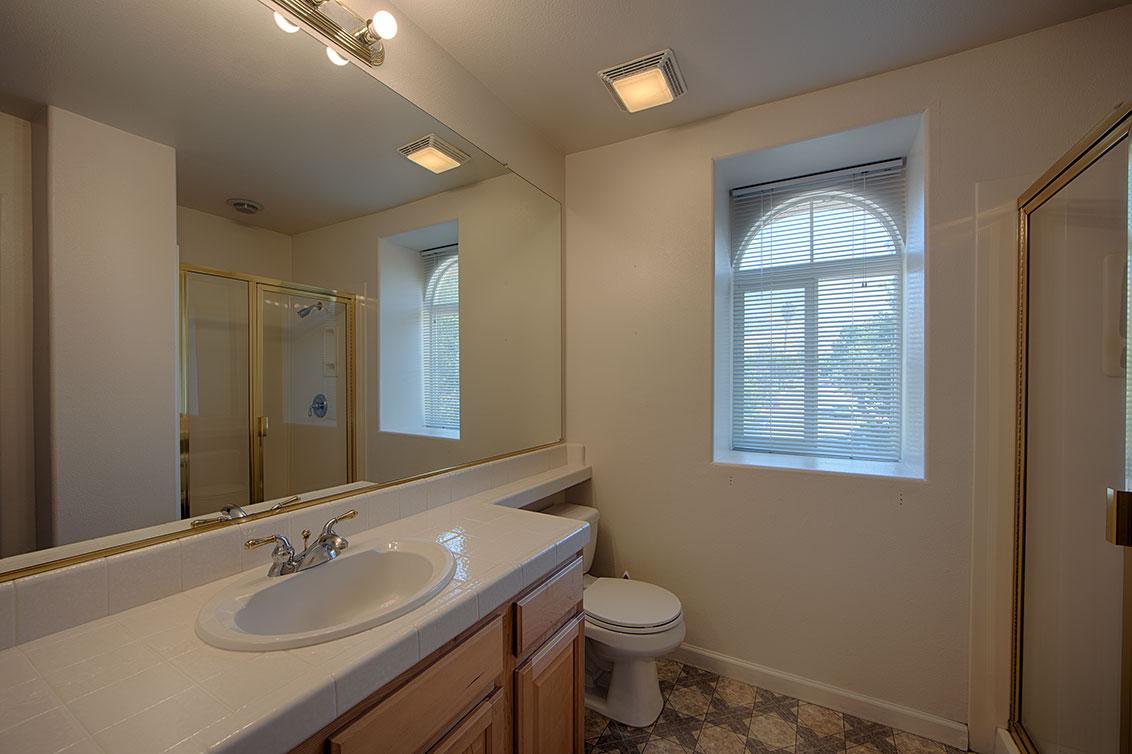 Bathroom 3 (A) - 4267 Ruby Ave