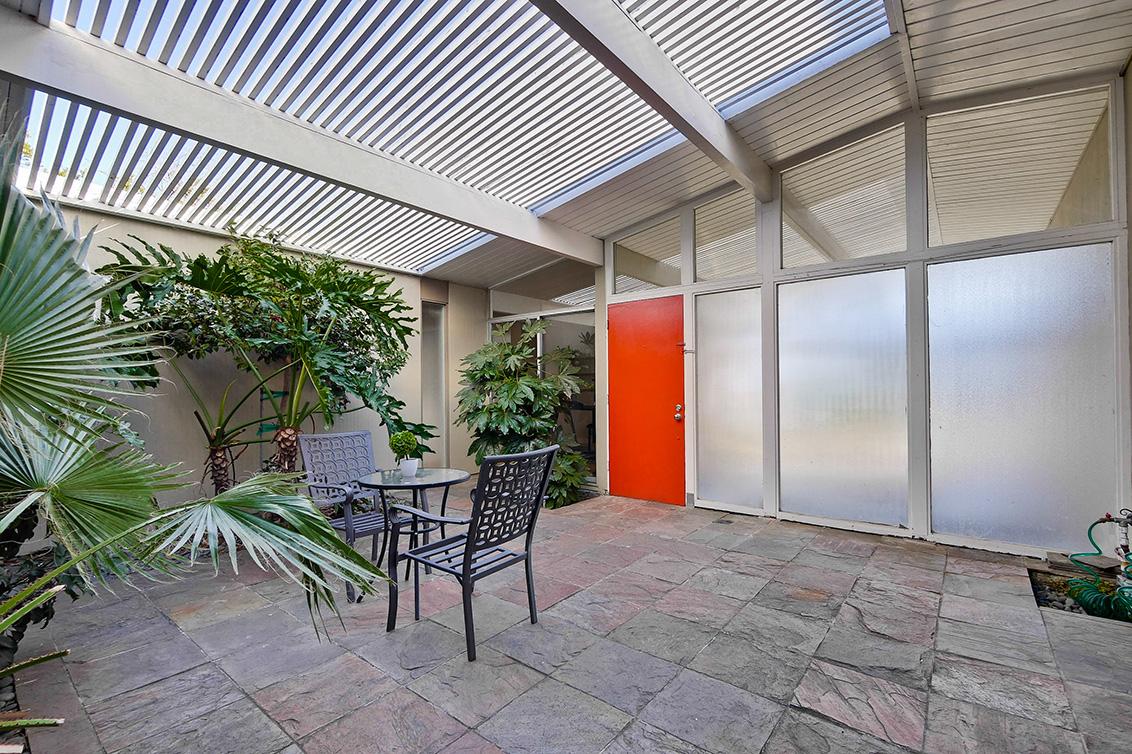 Courtyard (D)