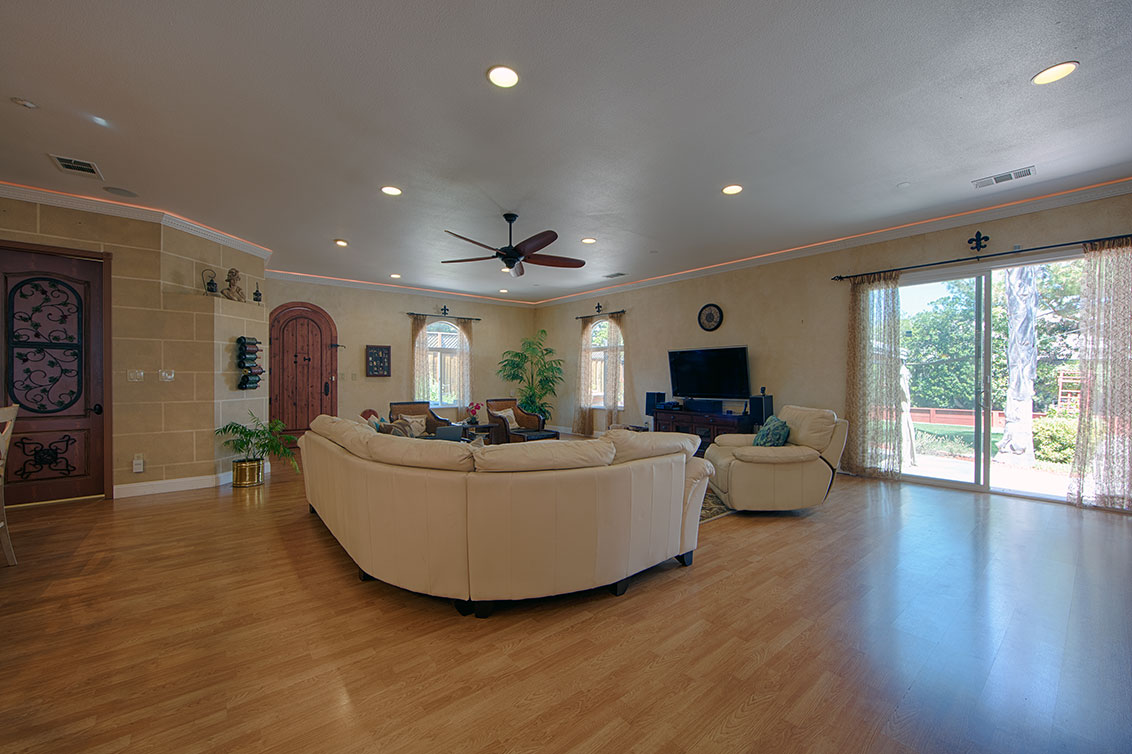 Family Room (B) - 20599 Scofield Dr