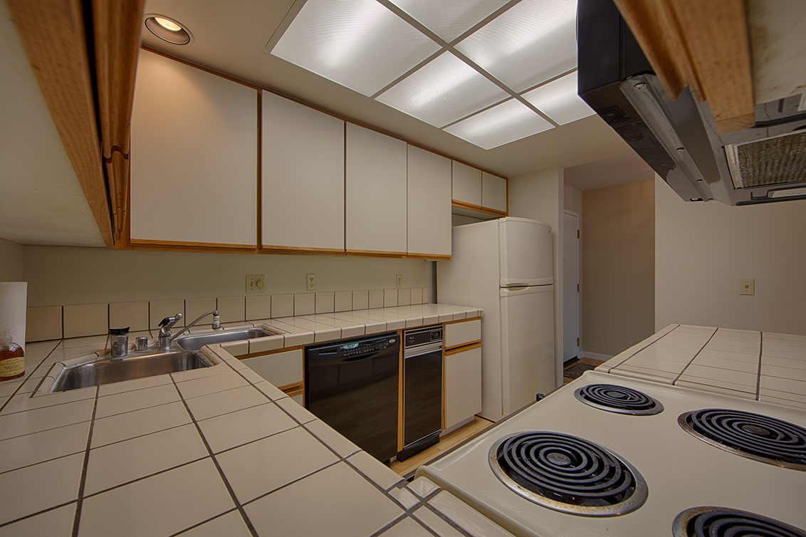 Kitchen (D) - 800 Sea Spray Ln 211