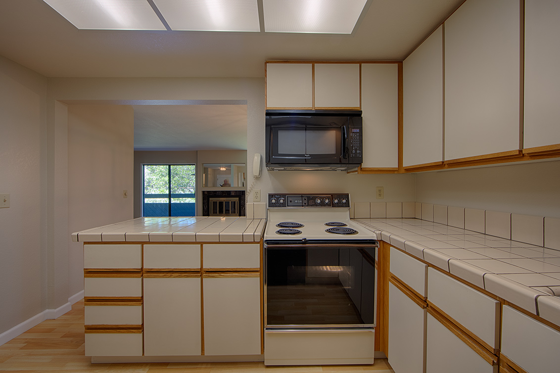 Kitchen (F) - 800 Sea Spray Ln 211