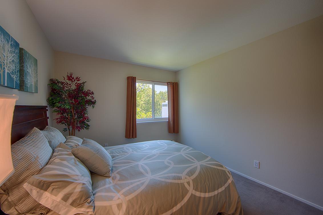 Bedroom 2 (A) - 1083 Shell Blvd 9
