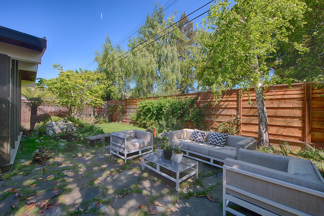 Backyard picture - 906 Van Auken Cir, Palo Alto 94303