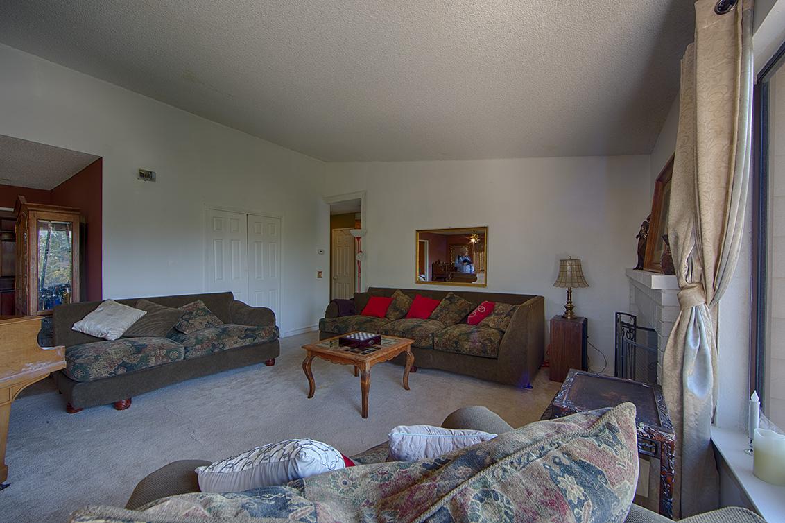 Living Room (H)