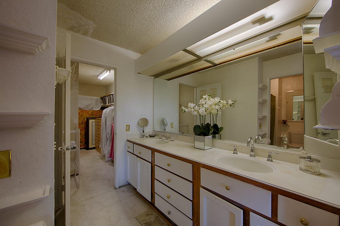 Master Bath (A) - 7350 Via Laguna