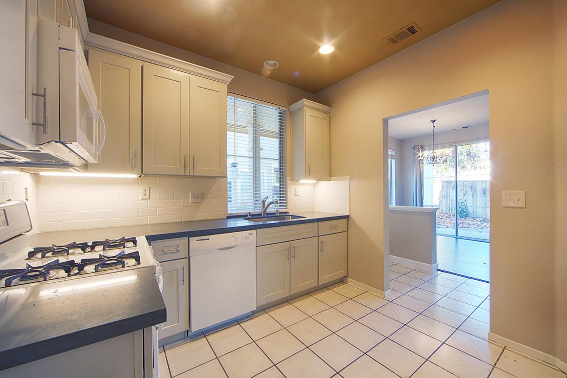 Kitchen (B) - 337 Ballymore Cir