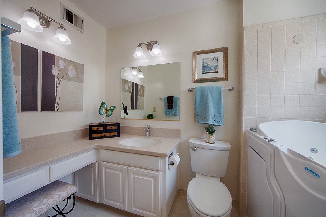 Master Bath (B) - 105 Belglen Way