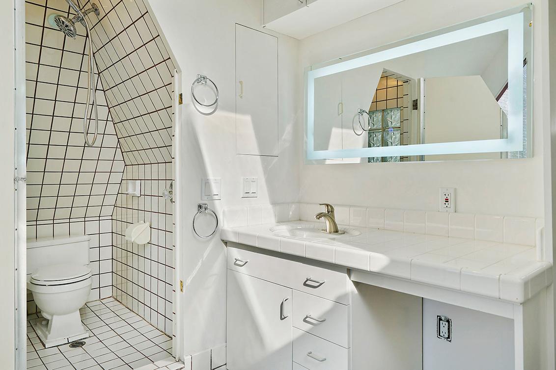 Bathroom 2 Aa
