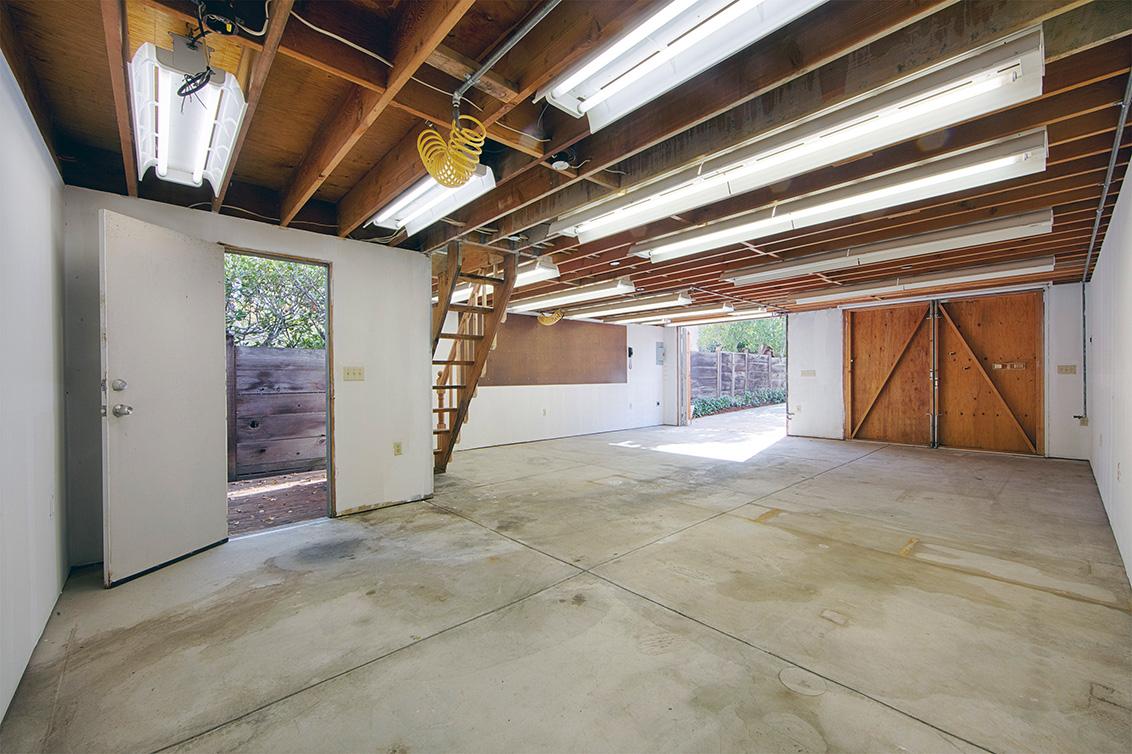 Garage (C)