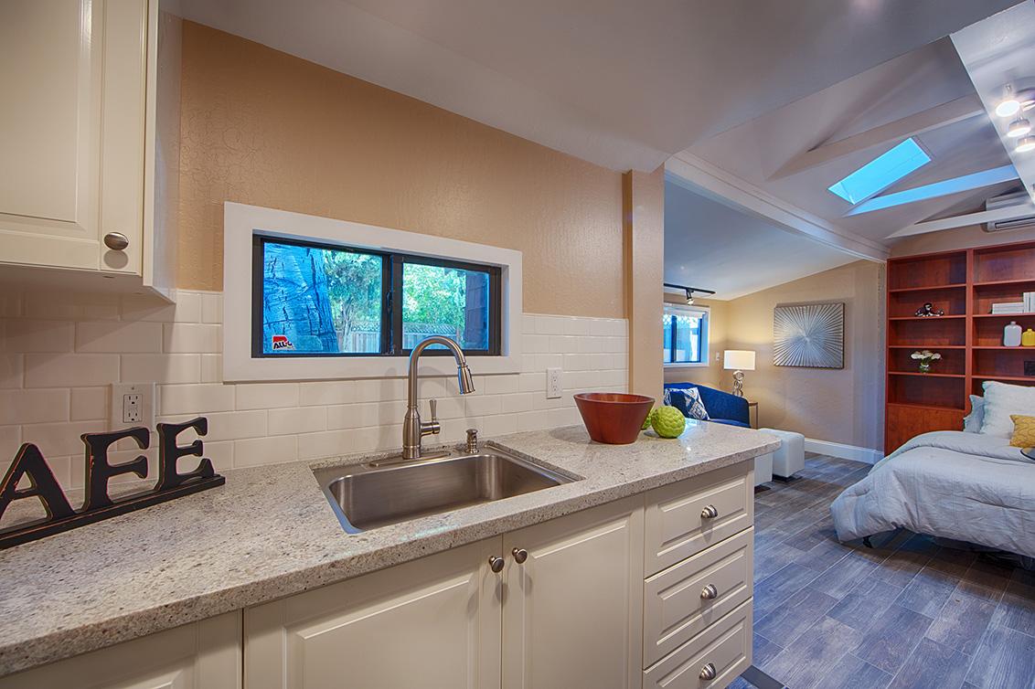 Cottage Kitchen (C)