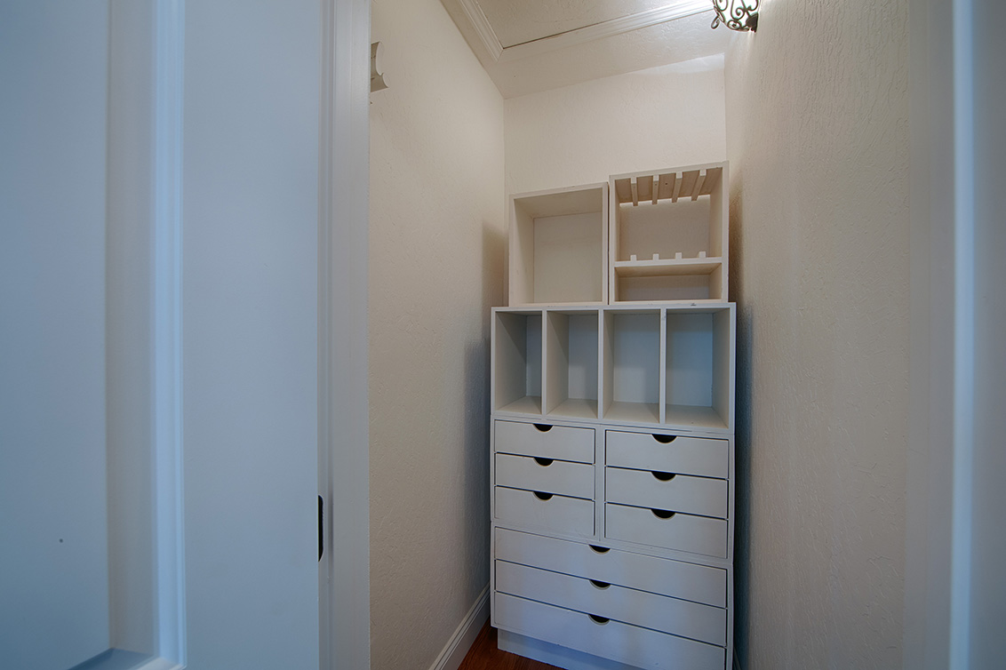 Hall Closet (A) - 4123 Fair Oaks Ave
