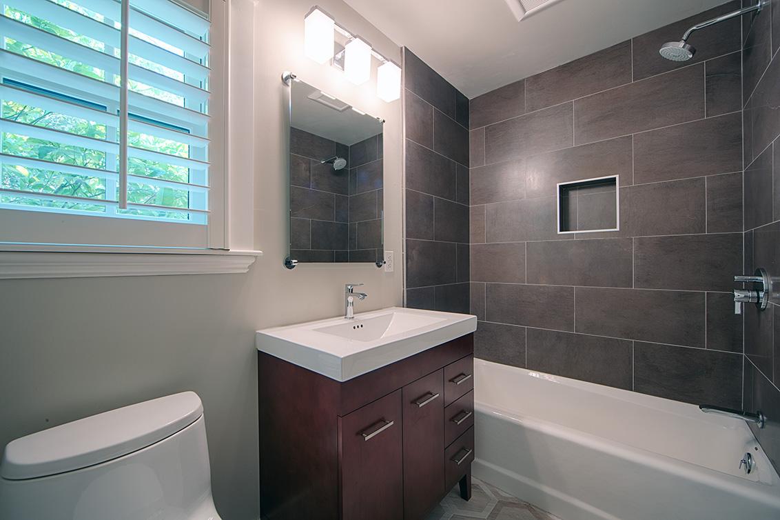 Bathroom 2 (A) - 624 Harvard Ave