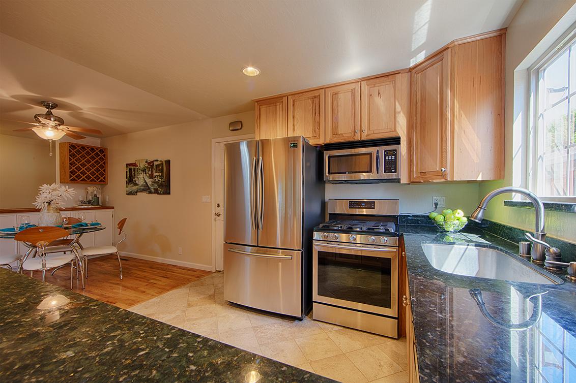 Kitchen (C) - 3466 Lindenoaks Dr
