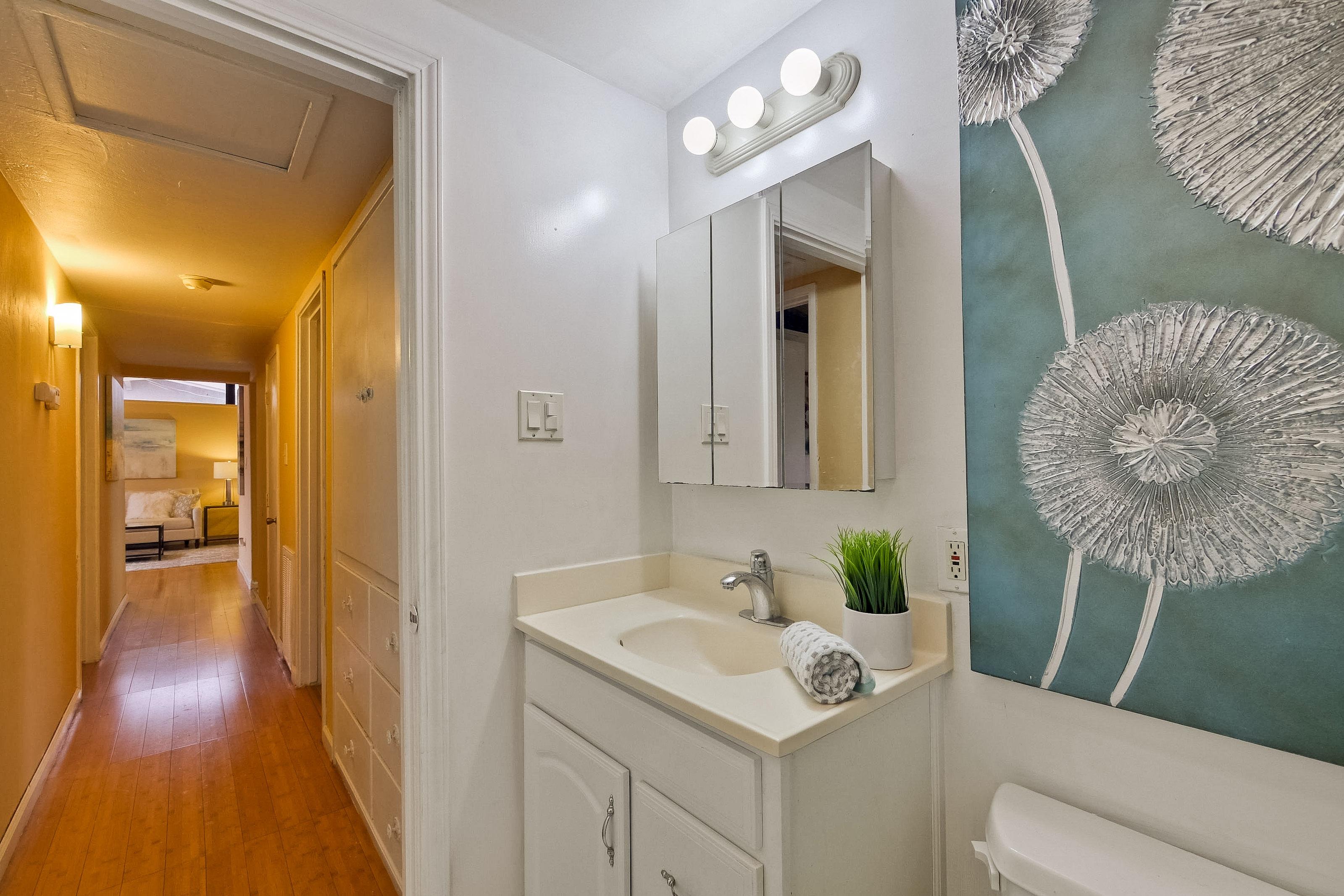 315 Meadowlake Dr, Sunnyvale 94089 - Bathroom 2 (B)